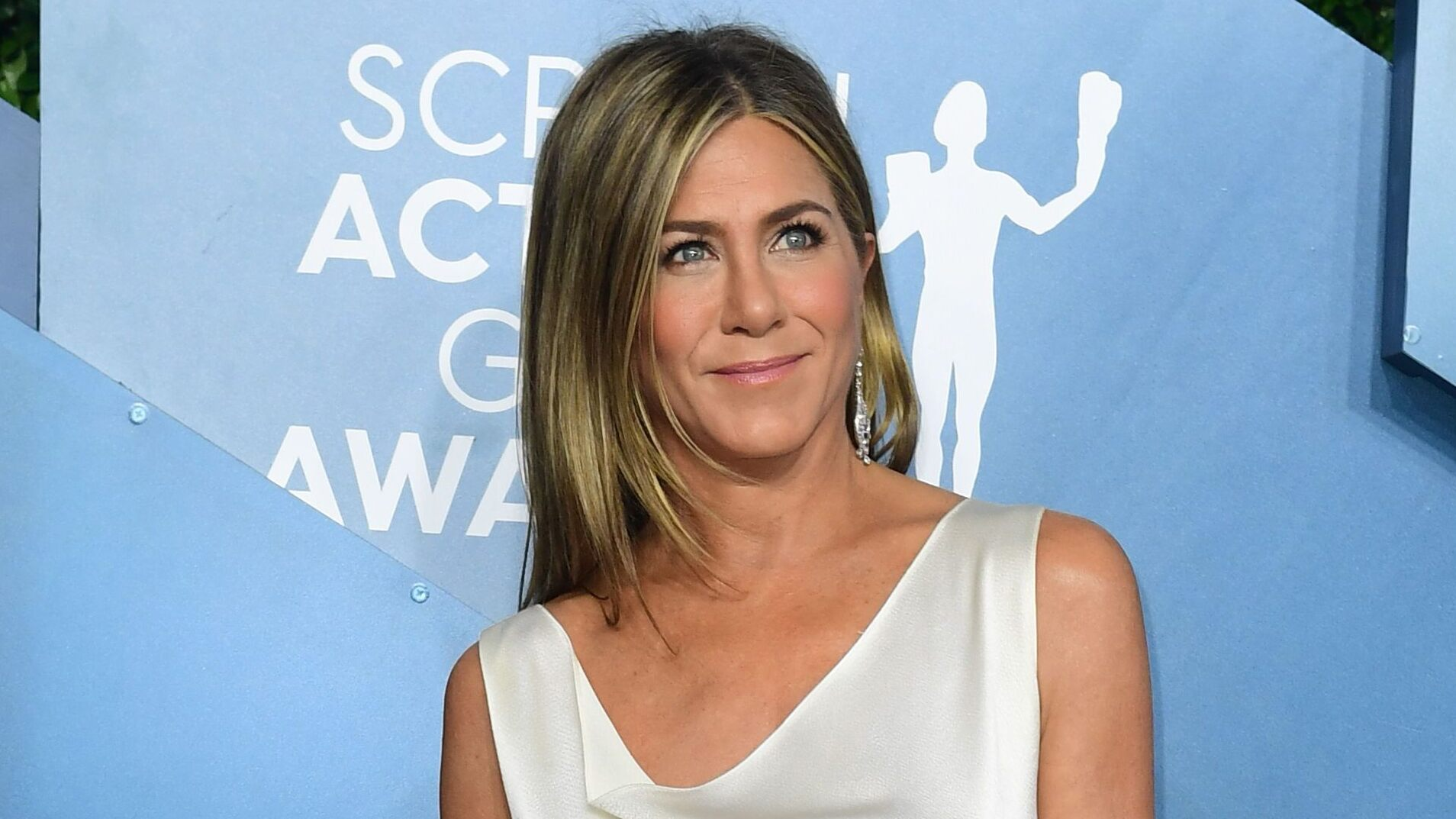 Fans defend Jennifer Aniston from backlash to the coronavirus-themed Christmas decoration