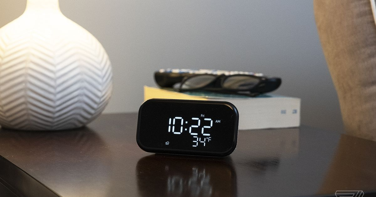 Lenovo Smart Clock Essential plus four smart light bulbs, $ 30 at Best Buy